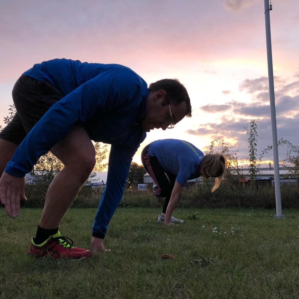 Outdoor Bootcamp Übung Einbeinig