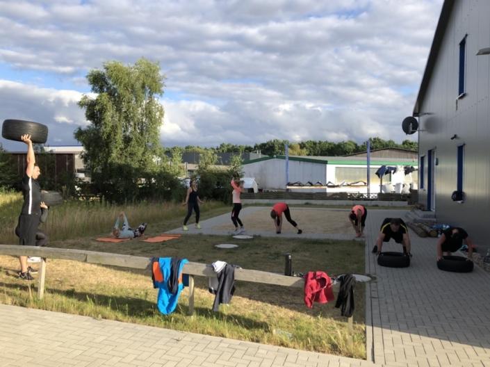 Outdoor Bootcamp Training Zirkel Sandkiste