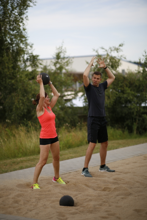 Outdoor Bootcamp Personal Trainer Übung