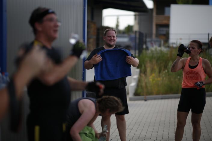 Outdoor Bootcamp Fröhliche Teilnehmer